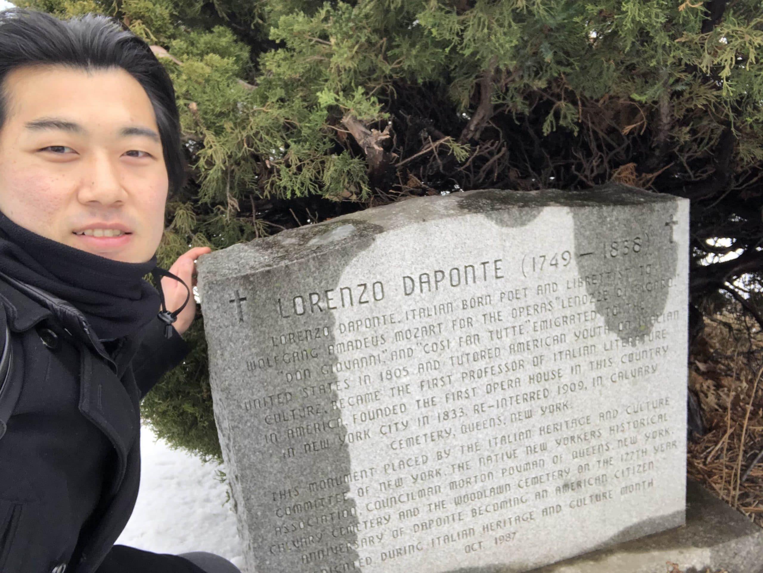 ダ・ポンテの記念碑。雪が積もる中、墓地を探し回りました。@ニューヨーク